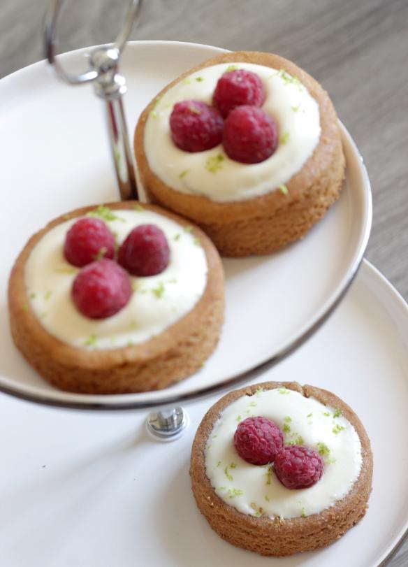 Sablés chocolat blanc, framboises / Allaboutmykitchen.wordpress.com